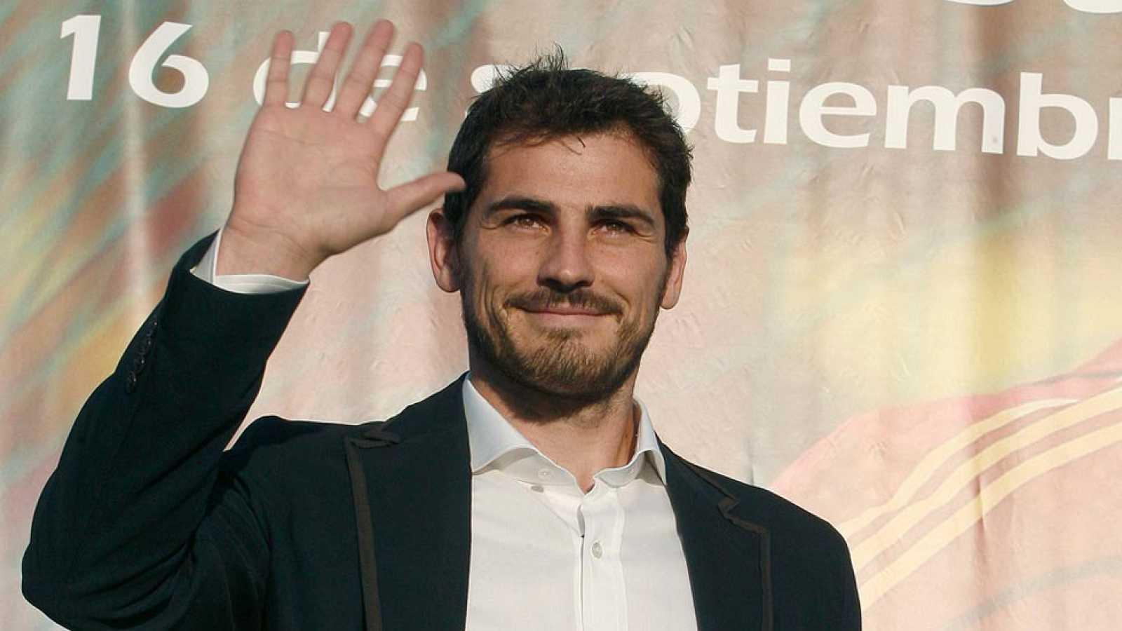 El actual portero del Real Madrid, Iker Casillas, jugará la próxima temporada en el FC Oporto de Julen Lopetqgui, después de 25 años en el equipo blanco, según ha podido saber TVE.