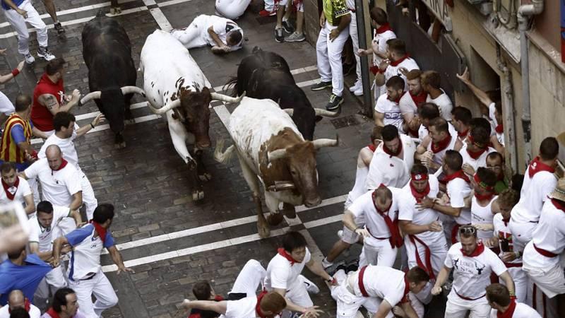 Primer encierro de San Fermín 2015 rápido y peligroso con toros de Jandilla