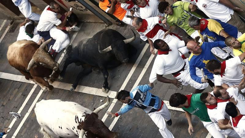 Los toros llegan veloces a Mercaderes y crean peligro en el séptimo encierro de San Fermín 2015