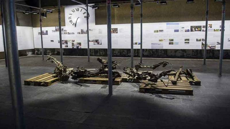 Vista de los restos de la furgoneta bomba con la que Breivik mató a ocho personas en Oslo, en Noruega