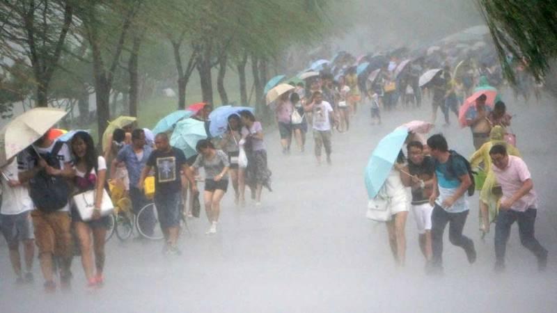 El tifón Soudelor azota Taiwán y se dirige a China