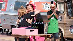 """Cocineros al Volante - Xaro y sus """"suspiros"""" descorchando botellas..."""