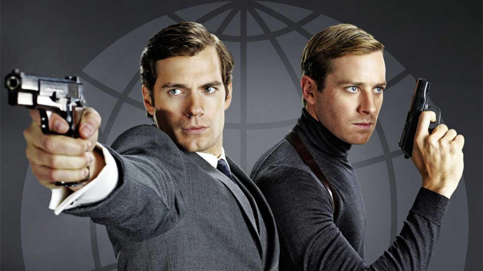 Guy Richie vuelve a la dirección con una película de acción que narra las aventuras de dos agentes secretos, uno ruso y otro estadounidense, durante el periodo de la guerra fría.