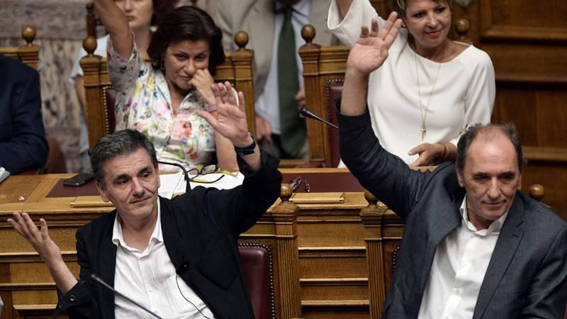 El Parlamento griego aprueba por amplia mayoría el acuerdo con los acreedores sobre el tercer rescate