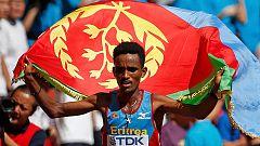 El eritreo Ghebreselassie logra el oro en maratón en el Mundial de Pekín
