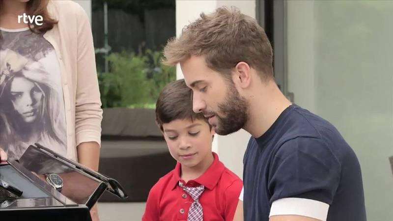 En la tuya o en la mía-Pablo Alborán al piano con el hijo de Bertín