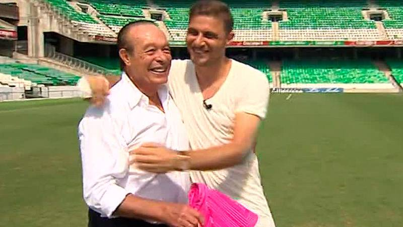 Joaquín ha regresado al Betis y se ha reencontrado con uno de sus ídolos del toreo, Curro Romero. La suma de ambos es arte puro para el Villamarín.