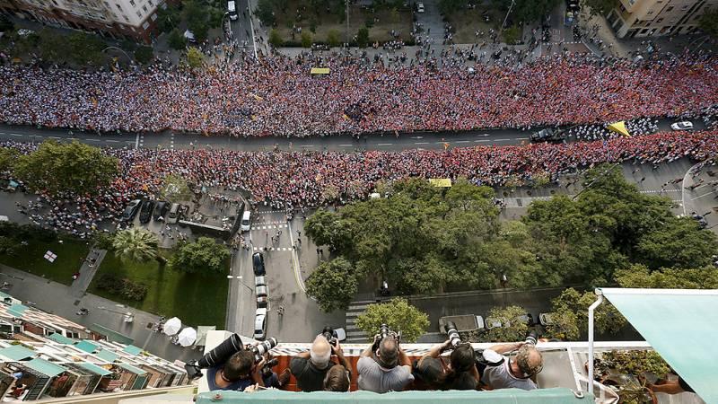Cientos de miles de personas llenan la avenida Meridiana de Barcelona en la Diada