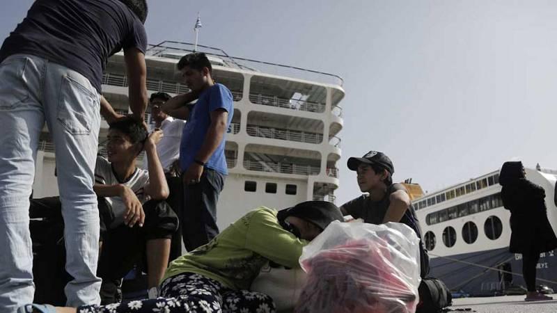 En Lesbos siguen llegando refugiados en balsas