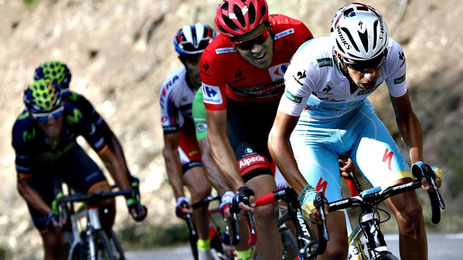 El conjunto Astana y su líder, el italiano Fabio Aru, acaban con las opciones de triunfo del holandés Dumoulin en el puerto de la Sierra de Guadarrama durante la 20ª etapa de la Vuelta ciclista a España 2015.