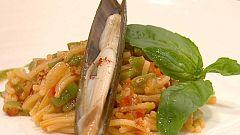 Cocina con Sergio - Cazuela de fideos con navajas al aceite de albahaca