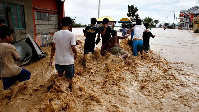 El tifón Koppu deja una quincena de muertos y 300.000 damnificados a su paso por Filipinas