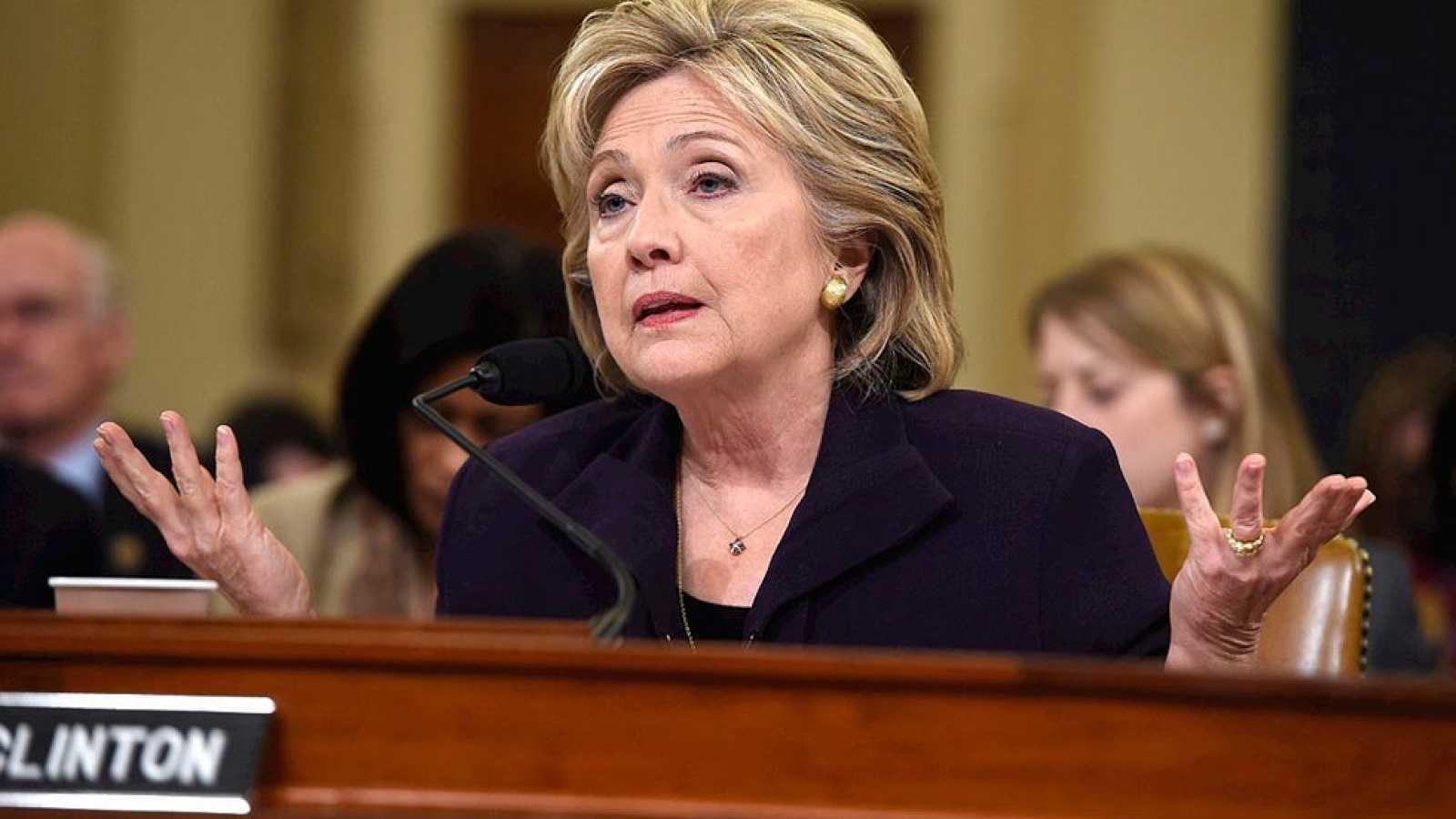 """Clinton justifica ante el Congreso los riesgos """"inevitables"""" que implica la diplomacia"""