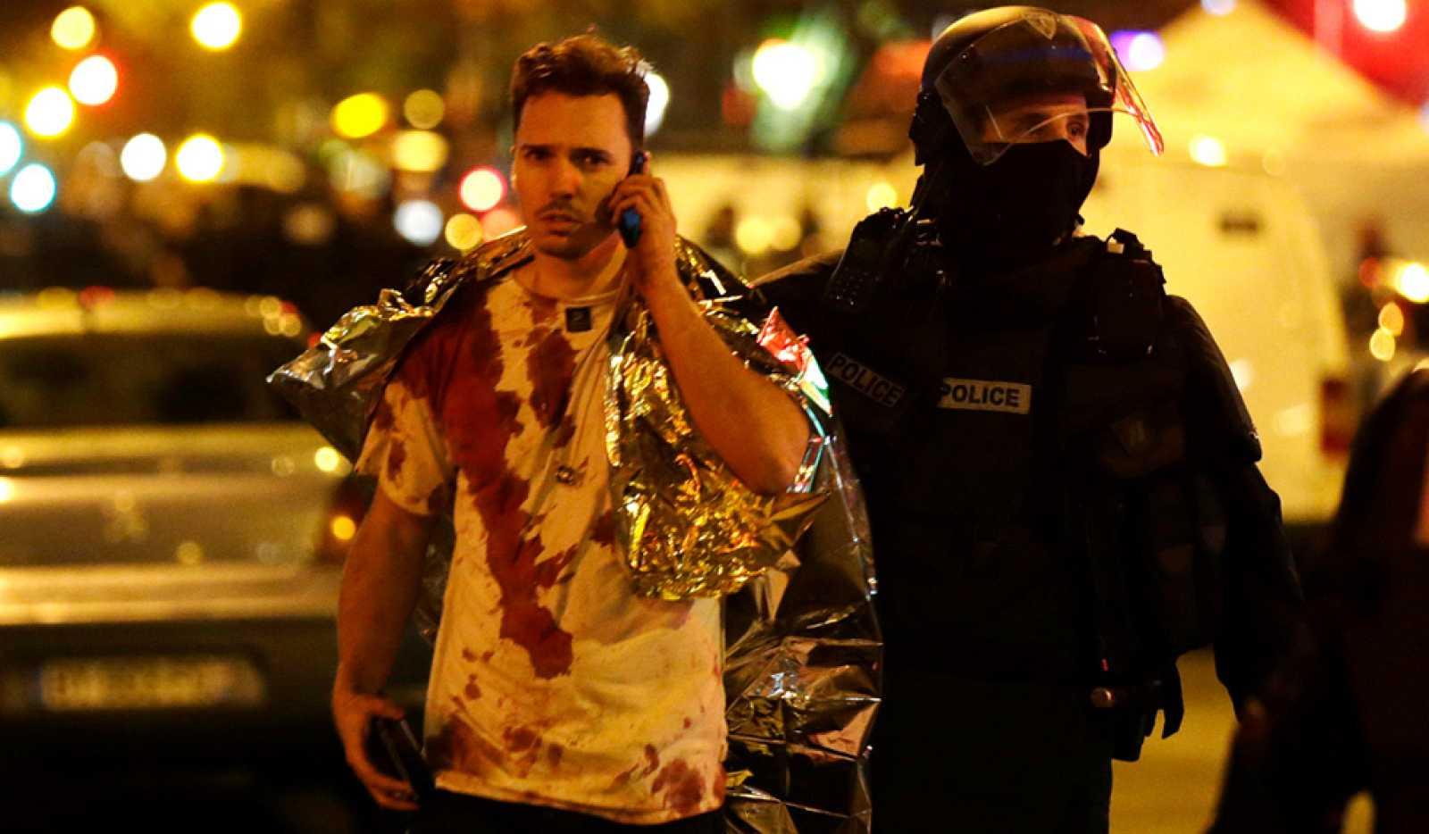 Más de un centenar de muertos en una cadena de atentados en París