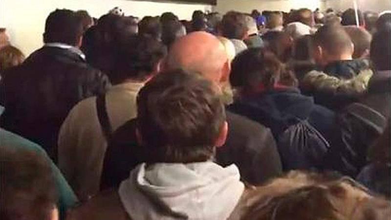 Cantan la 'Marsellesa' para expresar su rechazo a los atentados de París