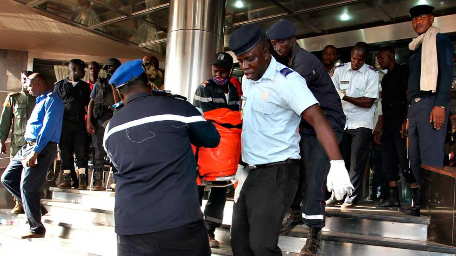 Un ataque yihadista a un hotel de Bamako acaba con al menos 27 rehenes muertos y 13 asaltantes abatidos