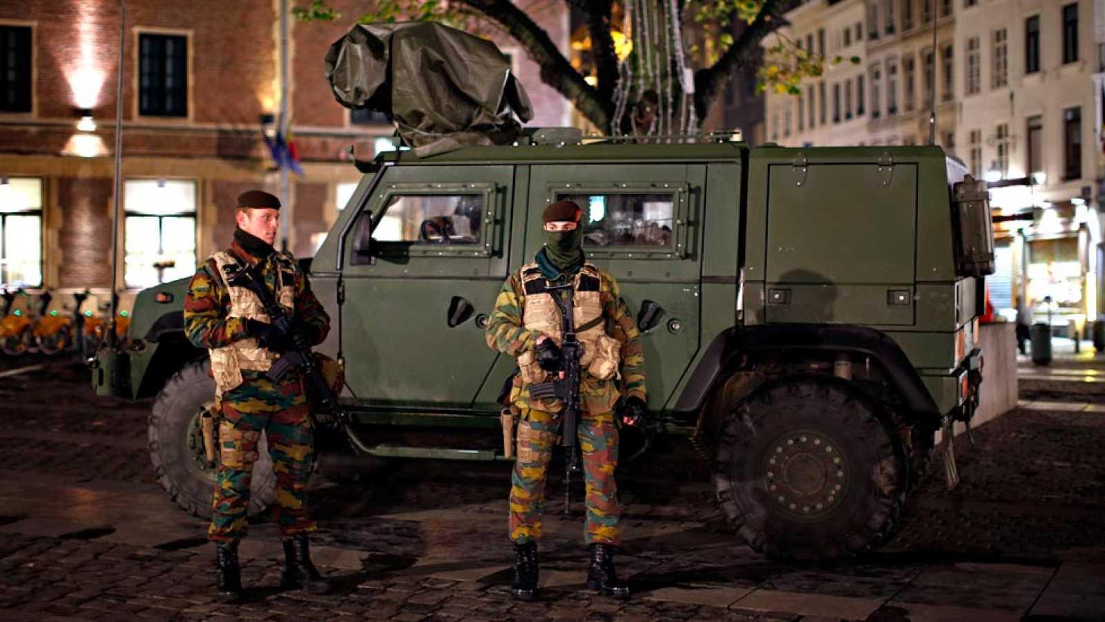 Bélgica acusa a otro sospechoso de participar en los atentados de París y mantiene a cuatro personas bajo arresto