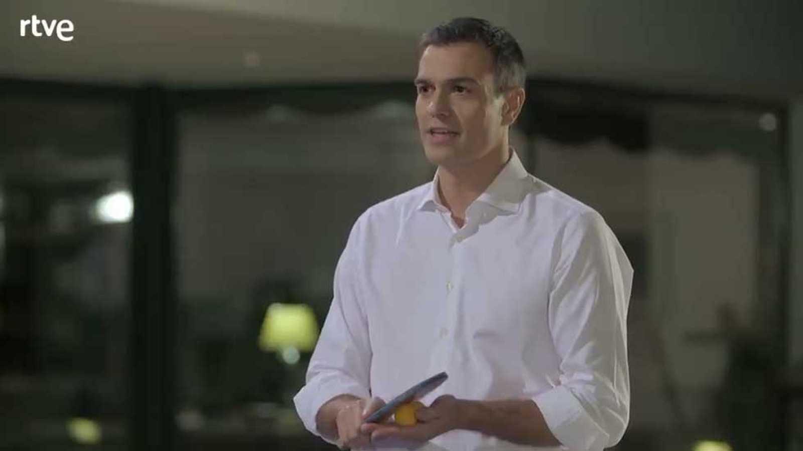 Ante la pregunta de quién será el jefe de la oposición tras el 20-D, Pedro Sánchez ha señalado a la vicepresidenta, Soraya Sánez de Santamaría, porque cree que él vencerá a Rajoy y éste optará por retirarse.