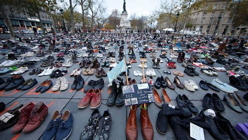 Miles de zapatos mantienen vivo el derecho a manifestarse en París contra el cambio climático