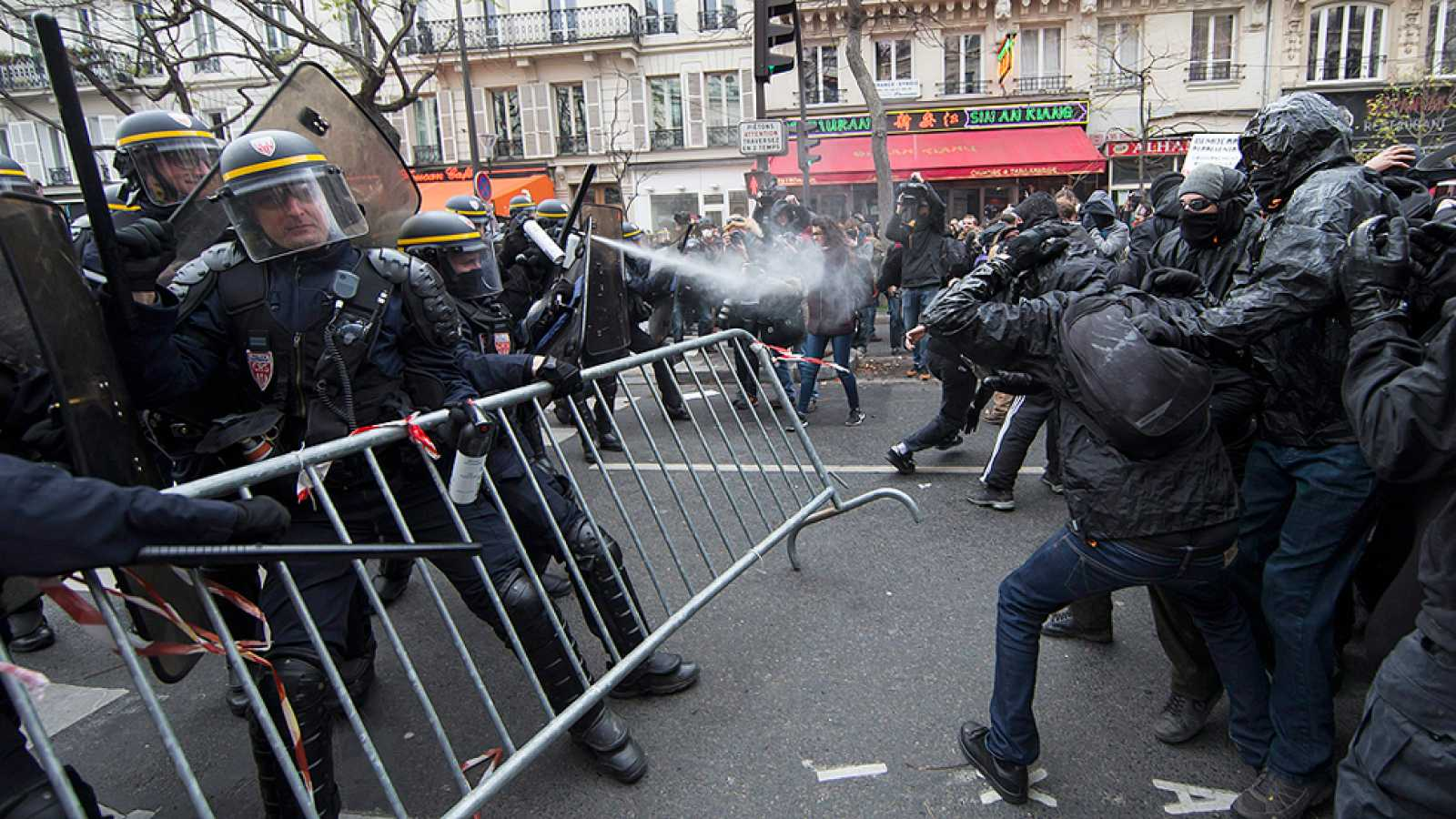 Altercados en el centro de París en la víspera de la Cumbre del Clima