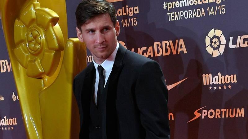 El argentino fue elegido el mejor jugador de la pasada temporada en una gala que coronó al Barcelona y al Real Madrid, que coparon los premios. Feghouli, como mejor africano, fue el único premiado que no juega en los dos grandes.
