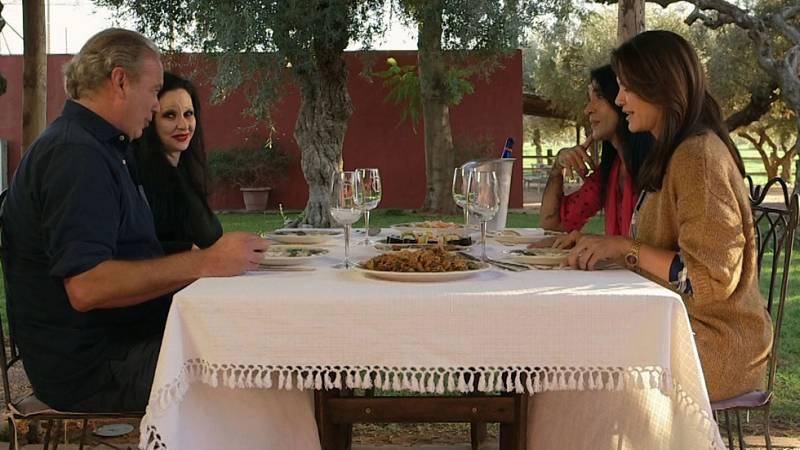 Bertín y Fabiola comen con Alaska y Mario