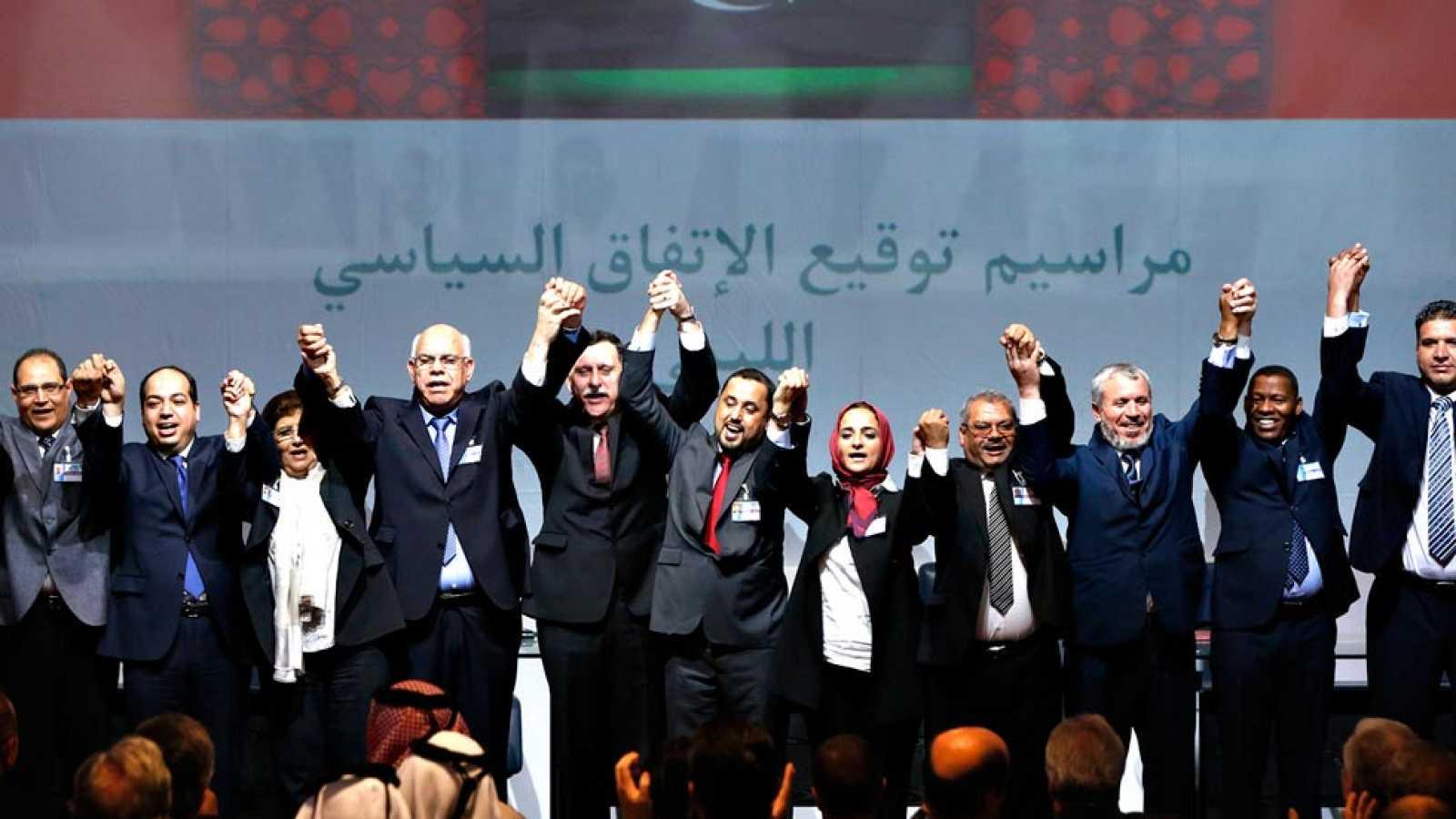 Las dos facciones rivales de Libia firman un acuerdo para un gobierno de unidad con el aval de la ONU