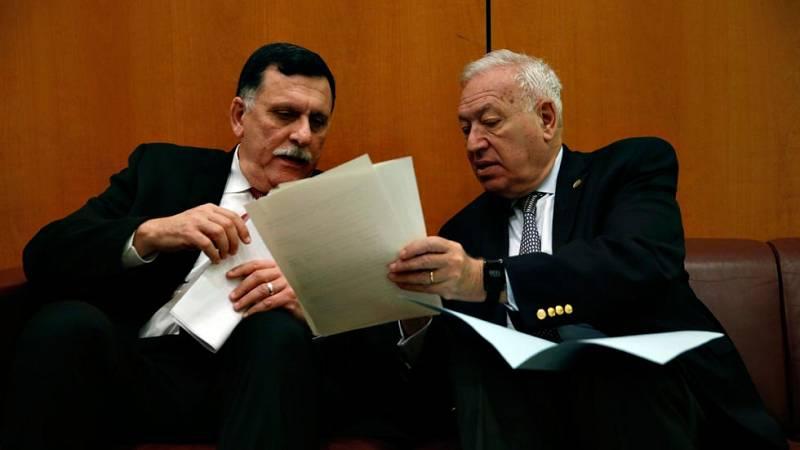 Margallo con el primer ministro libio, Faiz Serraj