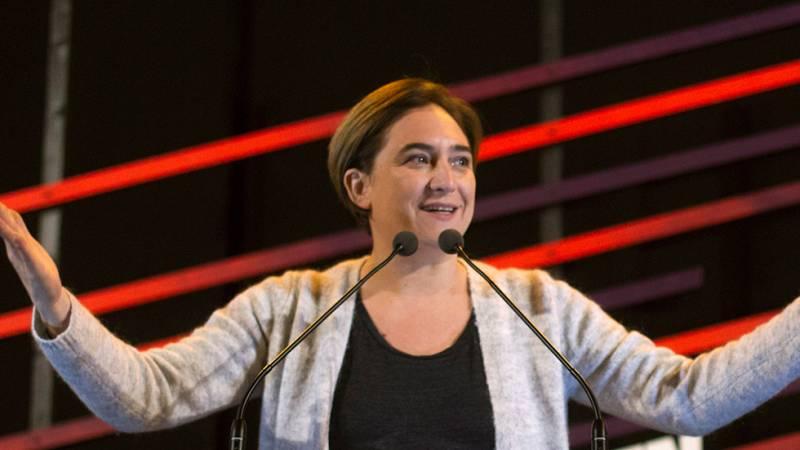"""La alcaldesa de Barcelona, Ada Colau, se ha mostrado este domingo orgullosa de Cataluña tras conocer la victoria de EnComúPodem en esta autonomía al lograr 12 diputados en las elecciones generales: """"La ciudadanía ha dado un puñetazo sobre la mesa. La"""
