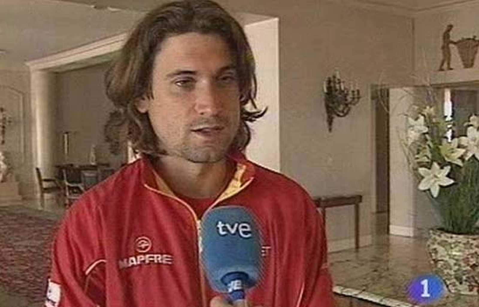 """Los españoles siguen entrenándose en Mar del Plata para jugar la final de la Davis la semana que viene, al final la pista hecha a medida de los argentinos no perjudica demasiado a los españoles. Ferrer define la pista como """"ni demasido rápida, ni dem"""