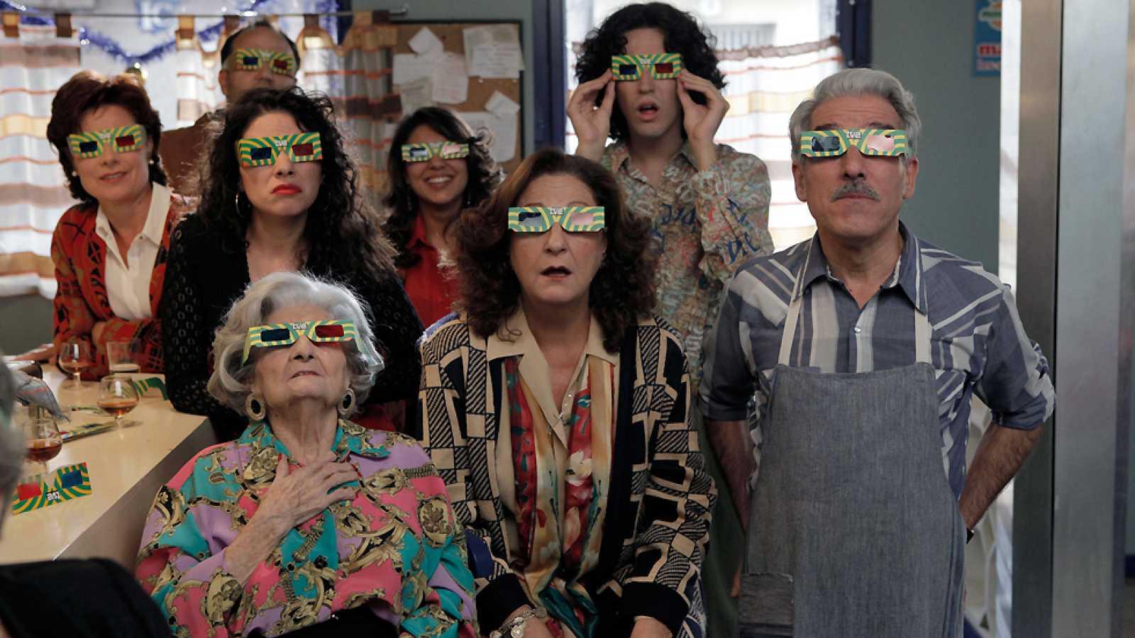 Cuéntame cómo pasó - San Genaro alucina con la gafas 3D