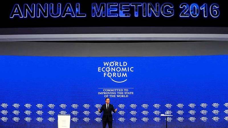 El Foro de Davos aborda la caída del precio del petróleo