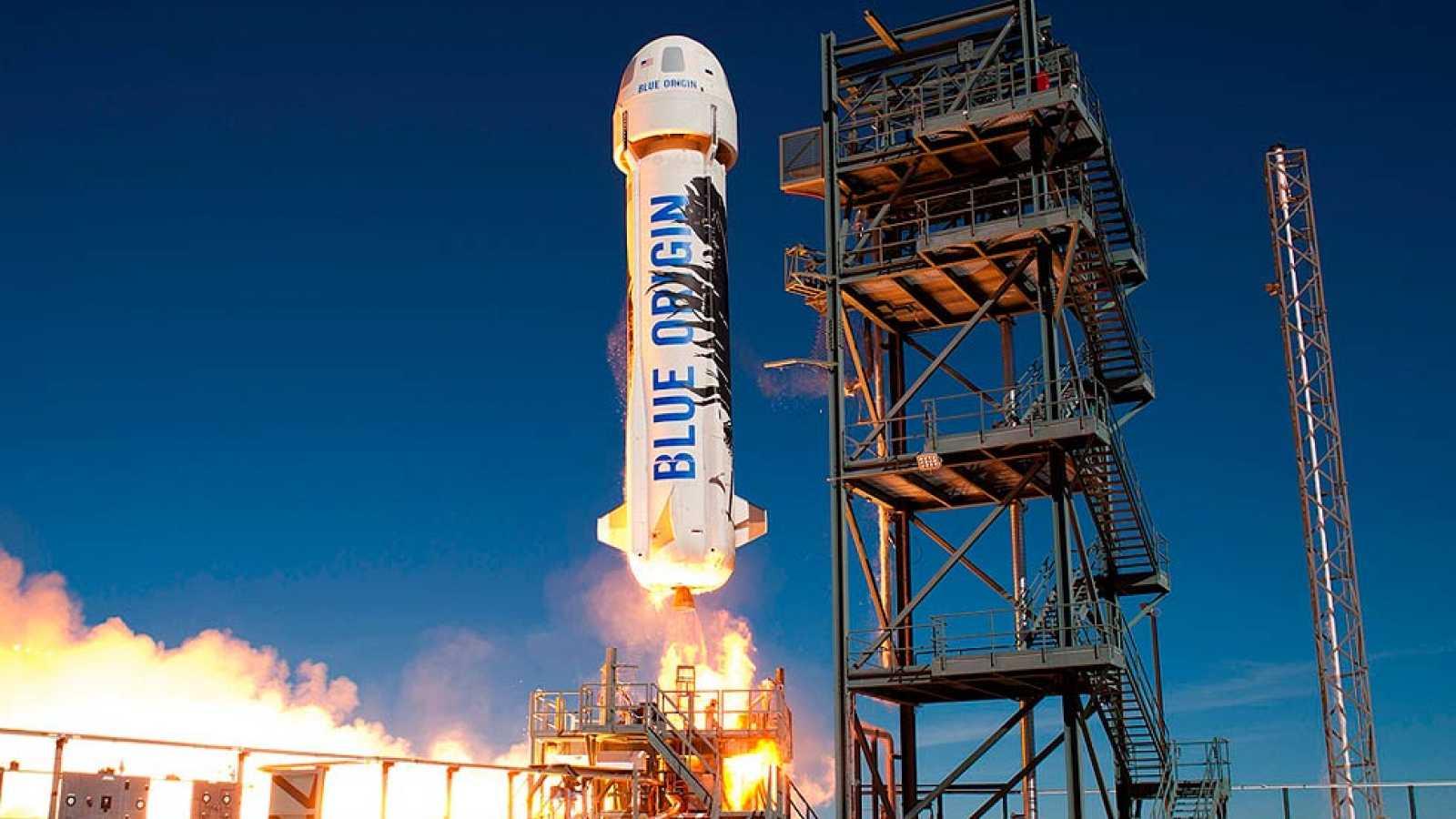 Blue Origin lanza y recupera un cohete suborbital en su avance hacia los propulsores reutilizables