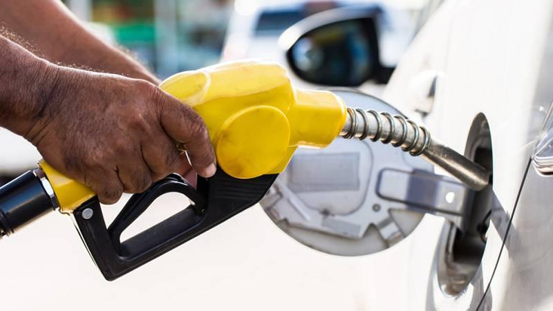 Los precios del diésel y la gasolina siguen bajando