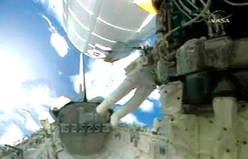 Tercer paseo espacial de los astronautas del Endeavour