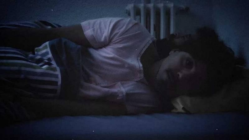 Hacerse el dormido cuando no quieres hablar con alguien en la cama...pura clase de interpretación.