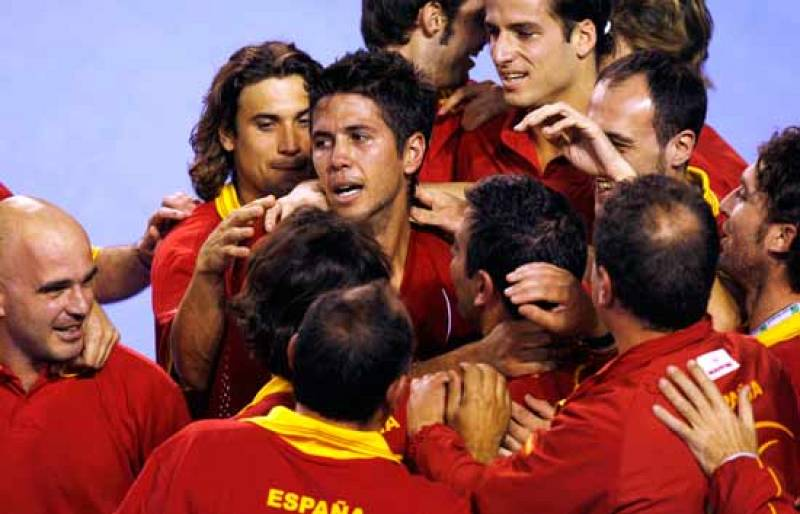El equipo español de Copa Davis ha celebrado por todo lo alto la tercera Ensaladera que consigue para sus vitrinas.