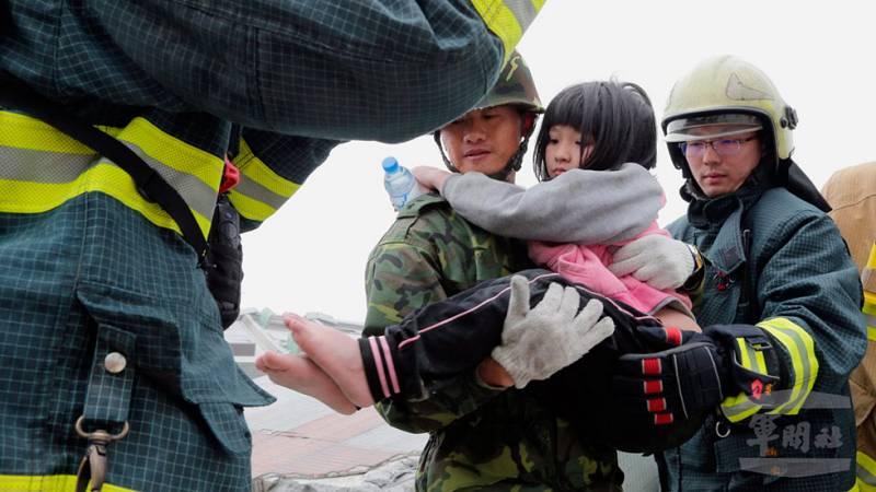 En Taiwán continúan los trabajos de rescate tras el terremoto