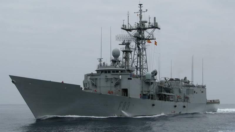 La fragata Numancia patrulla el Mediterráneo para combatir el tráfico ilegal de inmigrantes