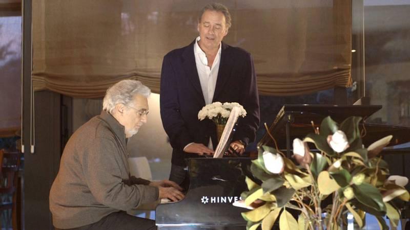 Bertín canta 'My way' con Plácido Domingo al piano