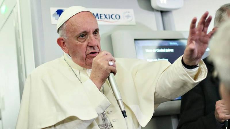 """El papa Francisco acepta como """"mal menor"""" usar anticonceptivos para evitar que se extienda el zika"""