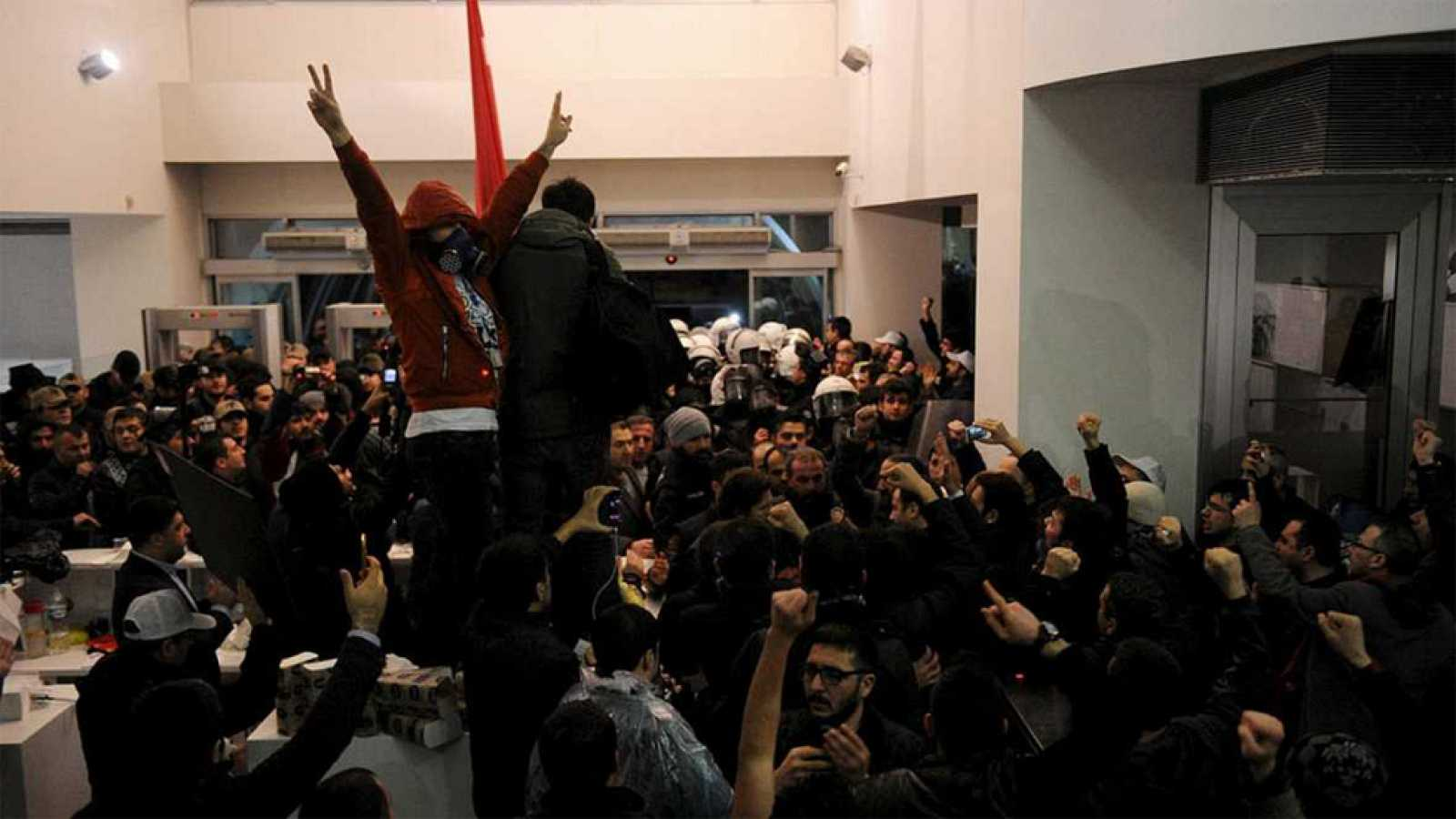 Golpe a la libertad de prensa en Turquía