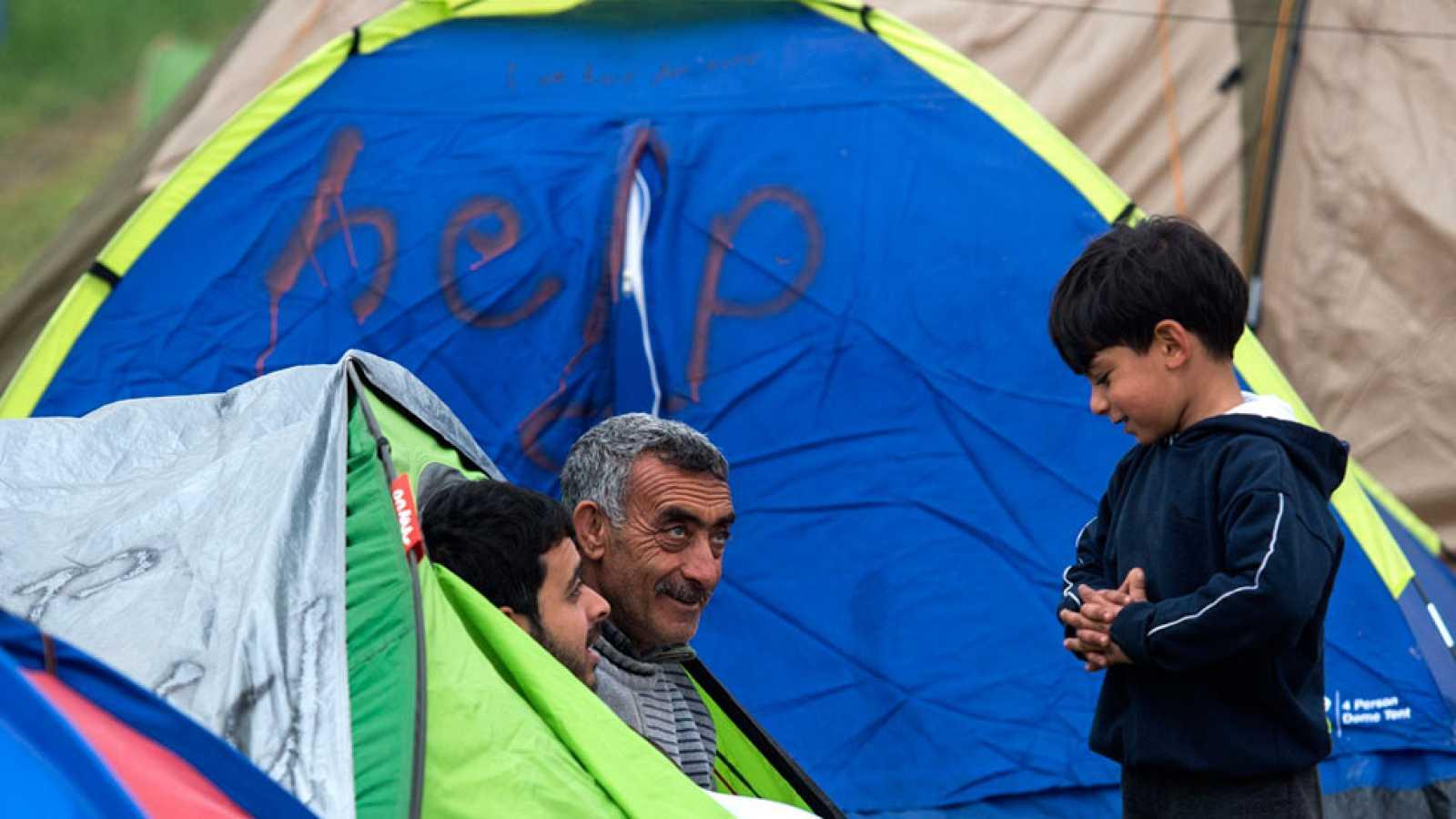 Los refugiados esperan una solución que les permita acogerse en Europa