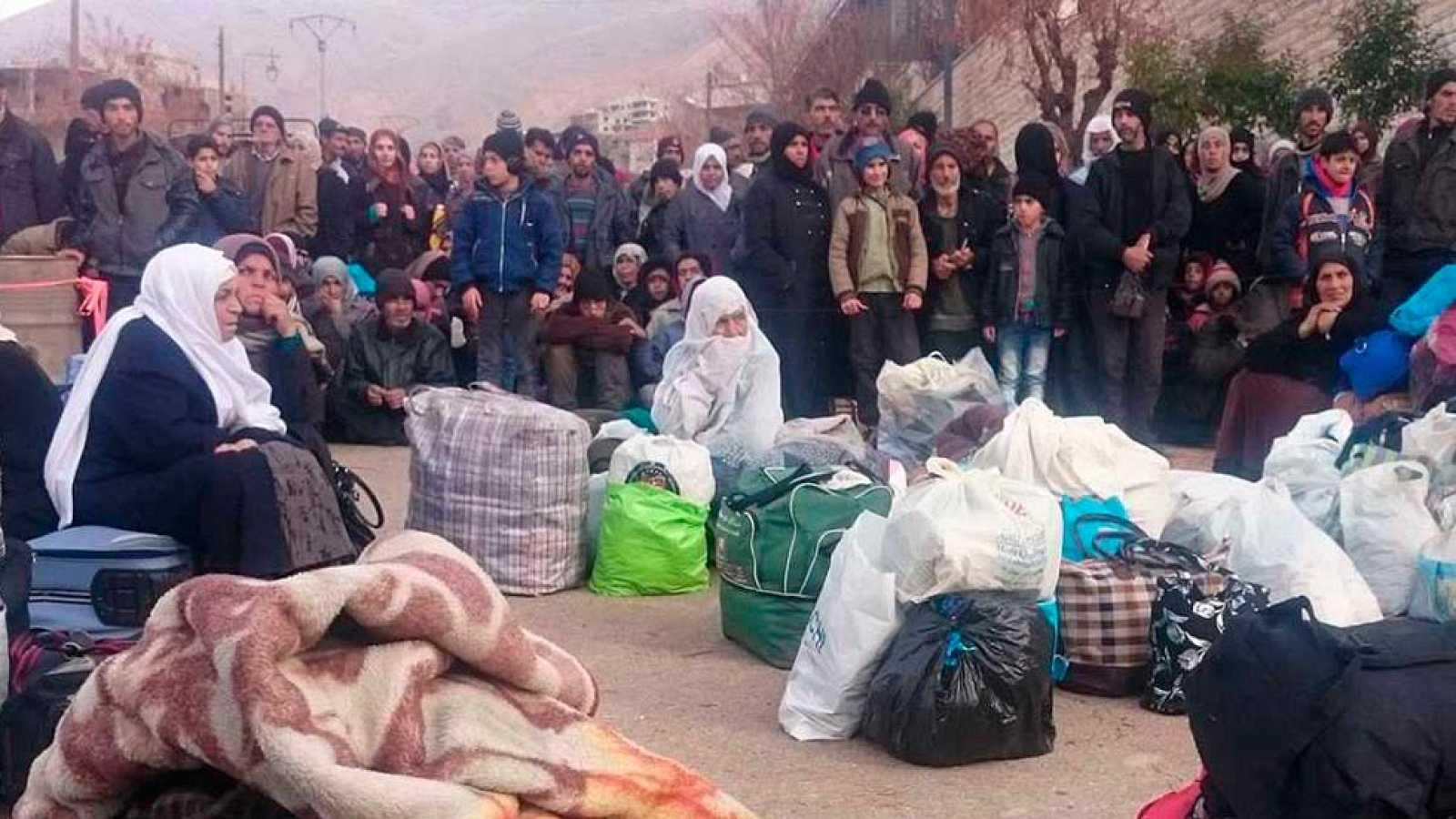 Los sirios asediados siguen sin esperanza las negociaciones de paz en el quinto aniversario de la guerra