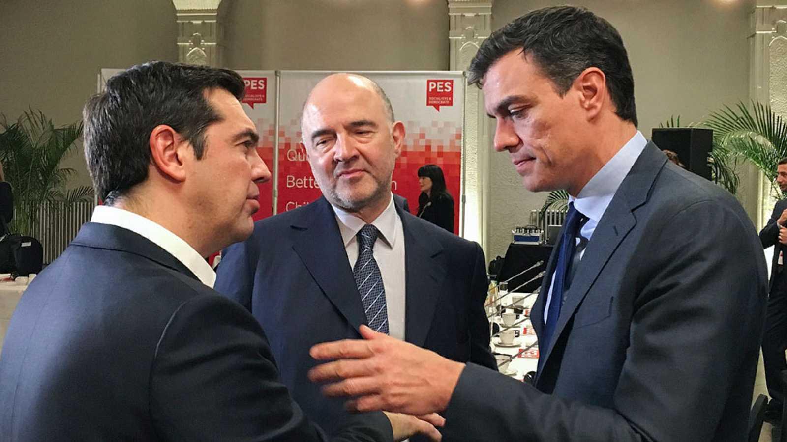 """Pedro Sánchez pide a Tsipras que medie con Iglesias para """"desbloquear"""" su investidura"""
