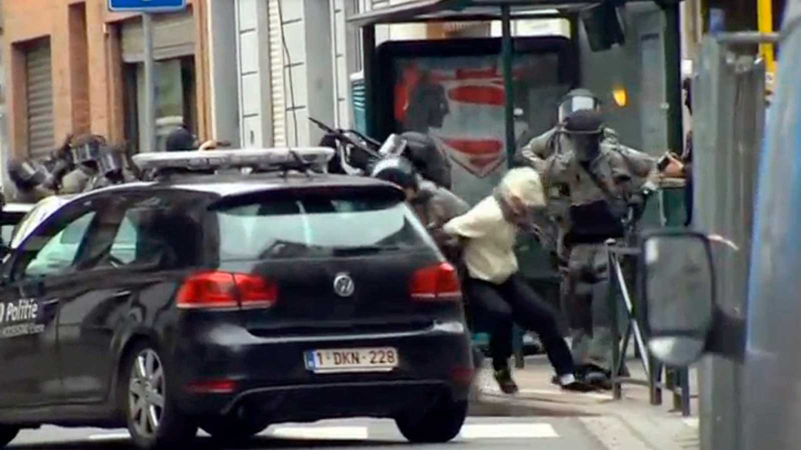 El terrorista Salah Abdeslam, herido y detenido en Bruselas tras una macrooperación policial