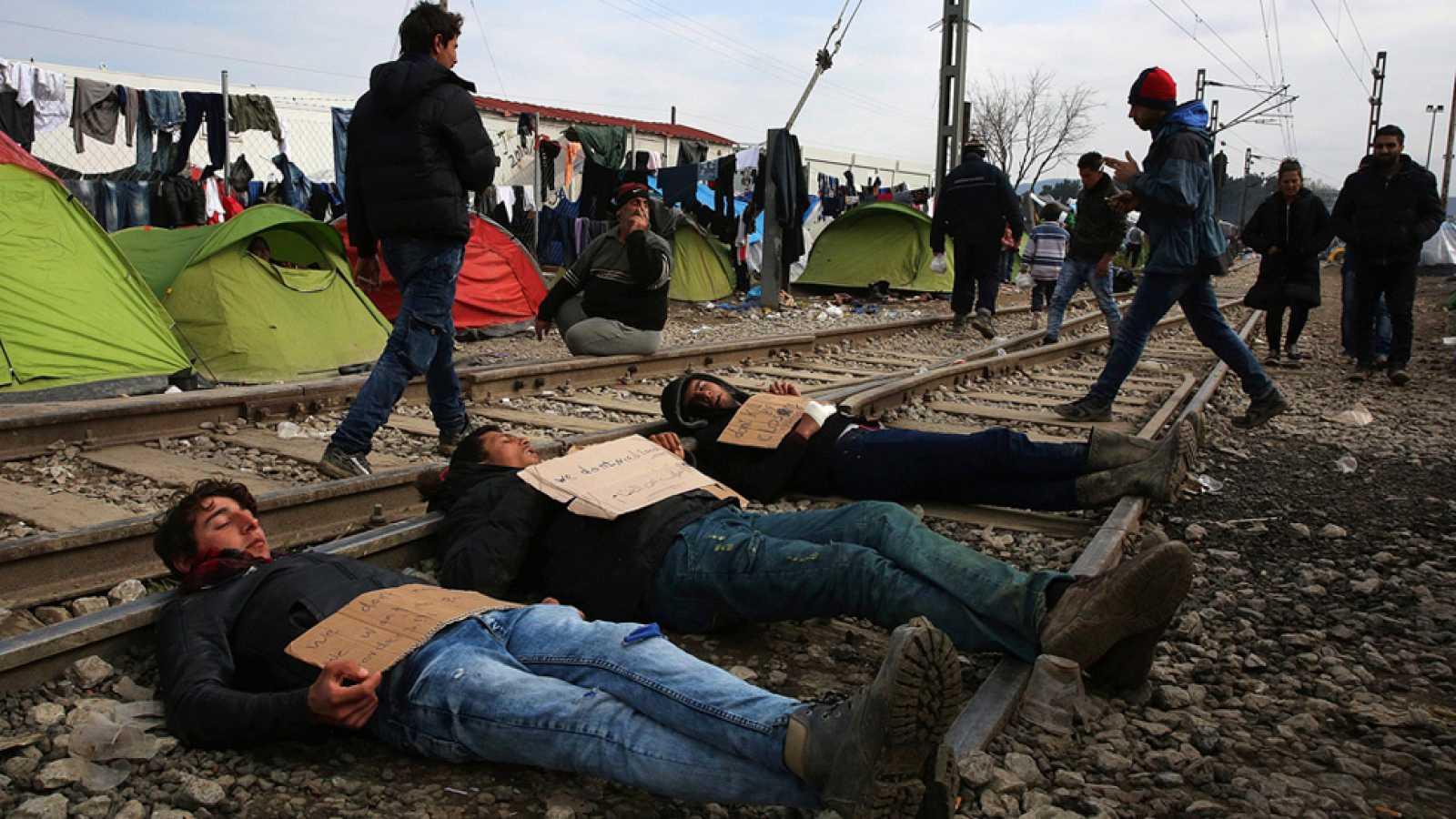 """La UE cierra un acuerdo con Turquía para deportar de forma """"individual"""" a los refugiados"""