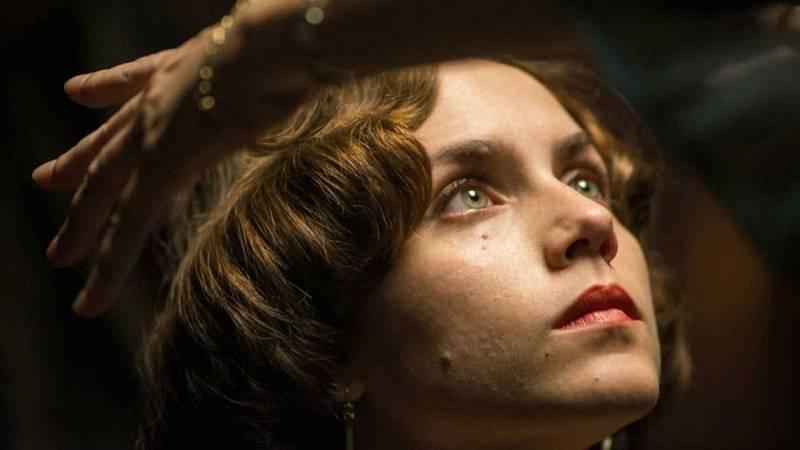 Aura Garrido contesta a las preguntas de los fans en 'La puerta del tiempo' y nos cuenta sus sensaciones tras el reconocimiento de público y crítica por papel de Amelia Folch.