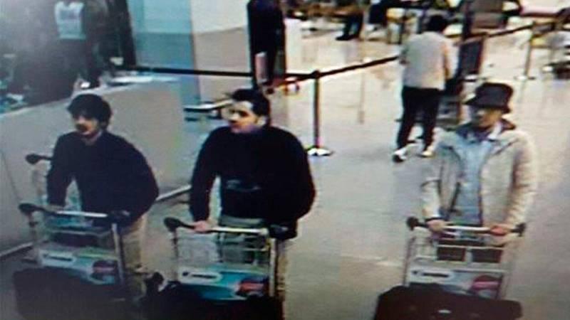 Atentados en Bruselas: La Policía identifica a dos de los presuntos autores del atentado en Zaventem y busca al tercero