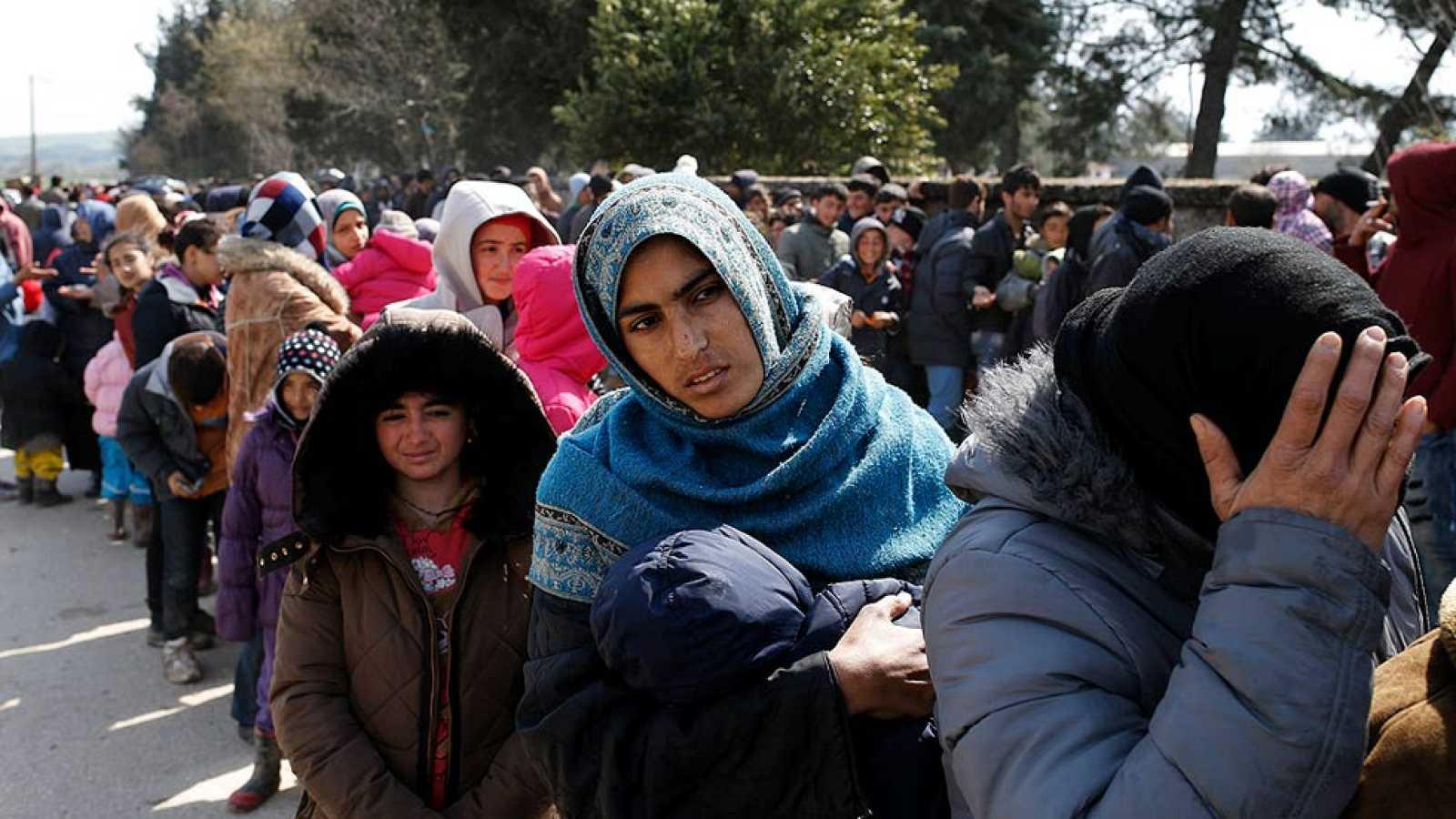 Grecia sigue evacuando a los refugiados bloqueados en Idomeni